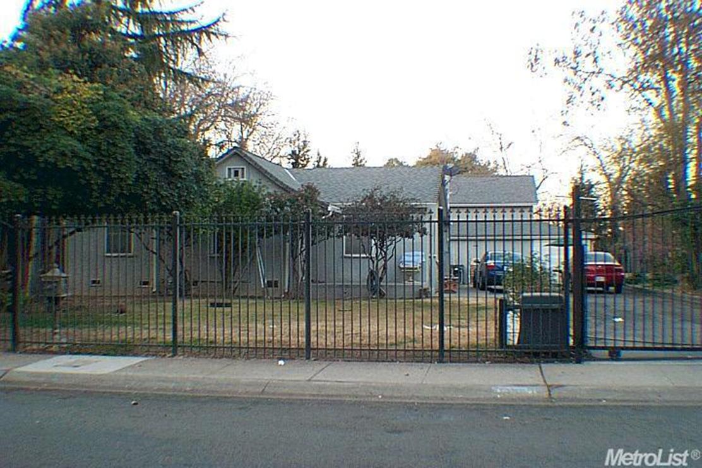 1309 Los Robles Blvd